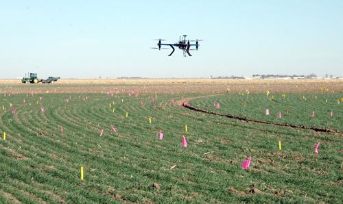 dron-sobrevolando-una-parce